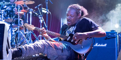 Eric Gales uses the MTP 550 DM best dynamic vocal microphone