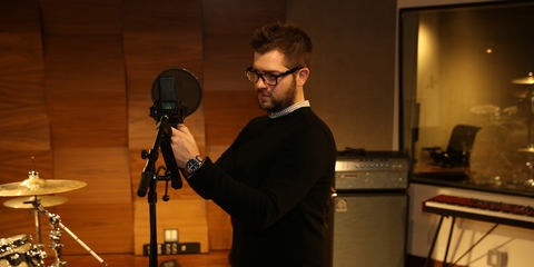 Atlantic records using microphones from LEWITT - like the  LCT 840 multi-pattern tube mic, the DTP 640 REX best studio kick drum microphone, and the LCT 550, quietest microphone in the world.