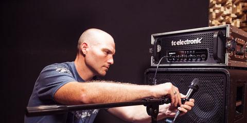 Erik Reichers using LEWITT reference studio microphones