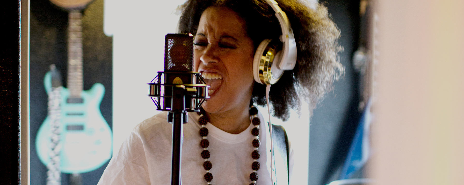 Picture shows Bibi McGill with her large-diaphragm condenser studio microphone LCT 550 [Photo © Margaret Jacobsen Photography]