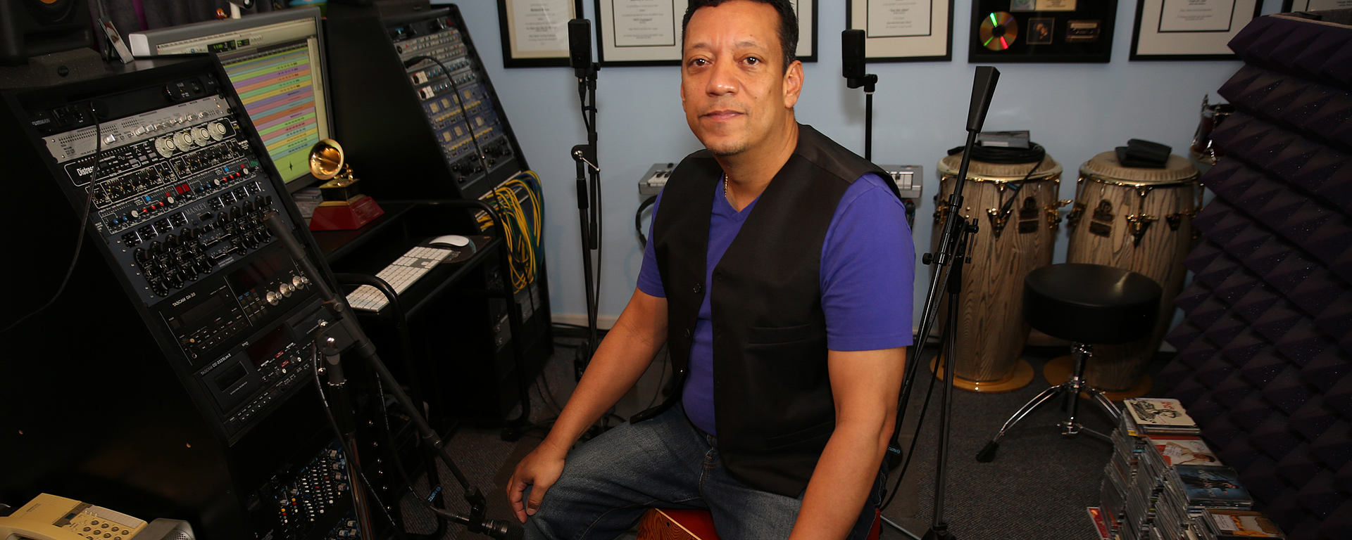 Richard Bravo with his DTP 340 REX reference kick microphone
